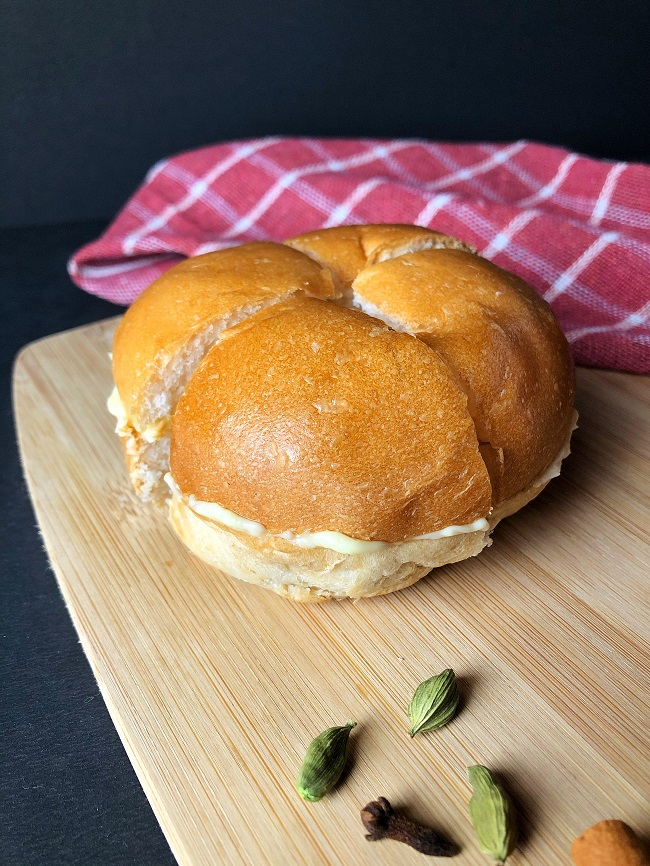 Masala Chai with Bun Maska