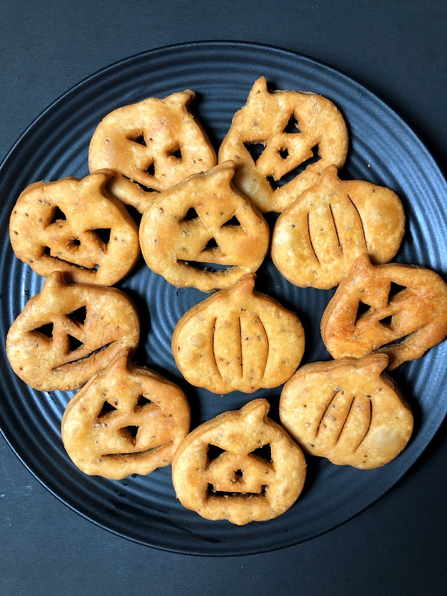 Jack-O-Lantern Mathri | Easy Halloween Treat Recipe